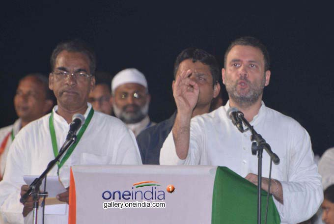 Photo Gallery: Rahul Gandhi, Akhilesh Yadav During A Public Rally In Guntur