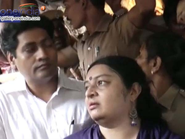 Photos Gallery: Deepa Denied Entry Into Poes Garden