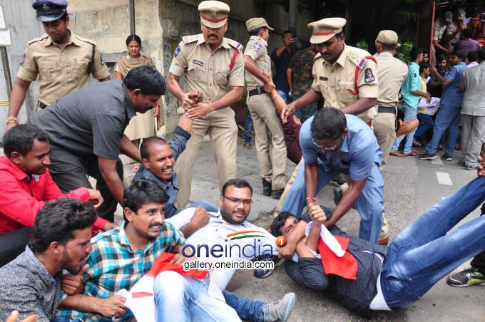 Photo Gallery: Police Arrest The AISF Activists Who Staged Protest In Front Of Director Of School Education
