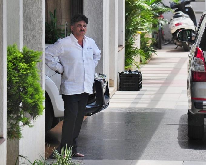 I-T Raids Karnataka Minister DK Shivakumar's Residence In Bengaluru