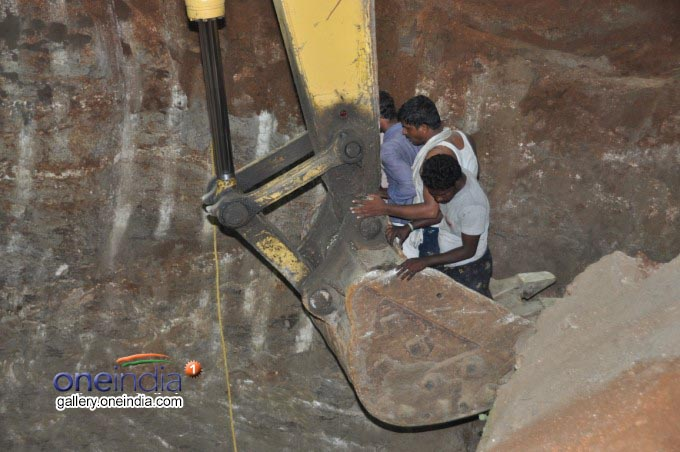 Photo Gallery: Two Year Old Boy Rescued From Borewell In Guntur
