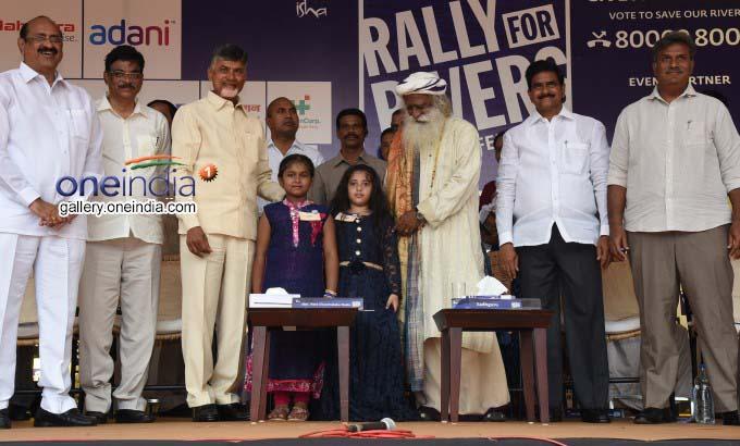 AP CM N Chandrababu Naidu Joins Rally For Rivers Campaign In Vijayawada