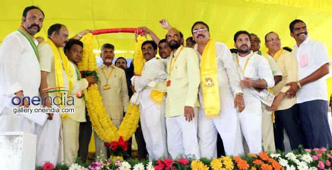 AP CM Chandrababu Naidu Launches Intintiki Telugu Desam Party Program At Tettangi Village