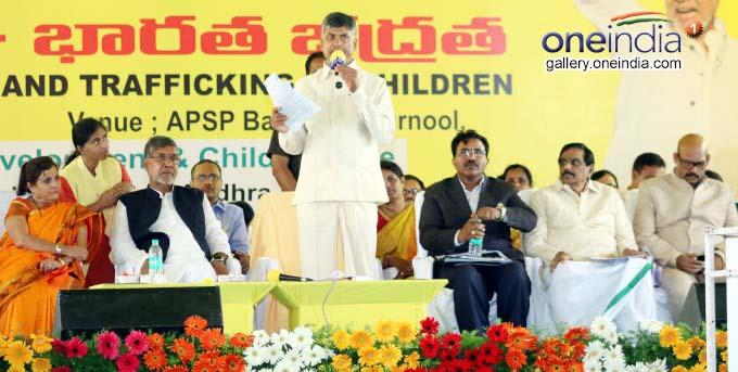 Photo Gallery: AP CM N Chandrababu Naidu Participates In Bharat Yatra At Kurnool