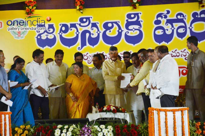 CM N Chandrababu Naidu Inaugurates Anicut Built Across Sarada
