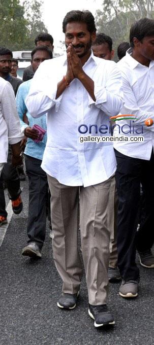 YS Jagan Mohan Reddy During Praja Sankalpa Yatra Photos: HD