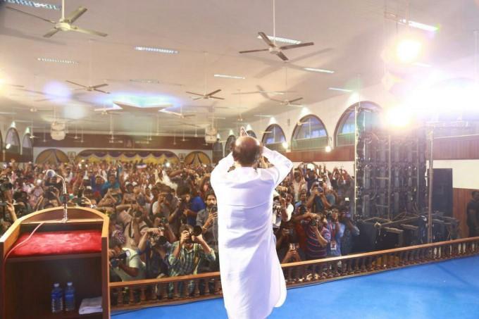 Rajinikanth Meets His Fans In Chennai