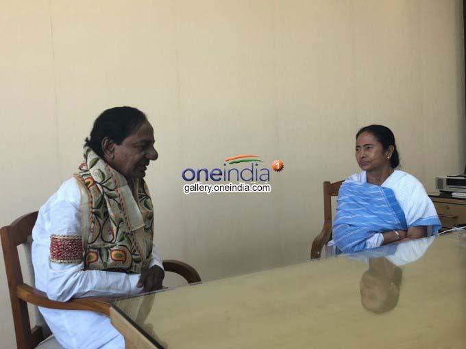 Photo Gallery: Telangana CM KCR Meets Mamata Banerjee In Kolkata