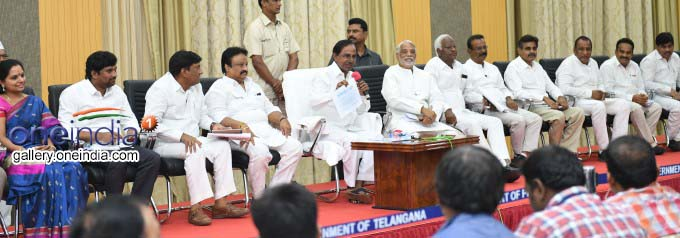 Photo Gallery: Telangana CM KCR Press Conference At Pragathi Bhavan