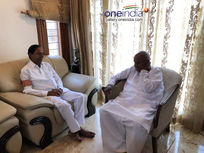 Telangana CM K Chandrashekhar Rao Meets JD(S) Chief HD Deve Gowda In Bengaluru