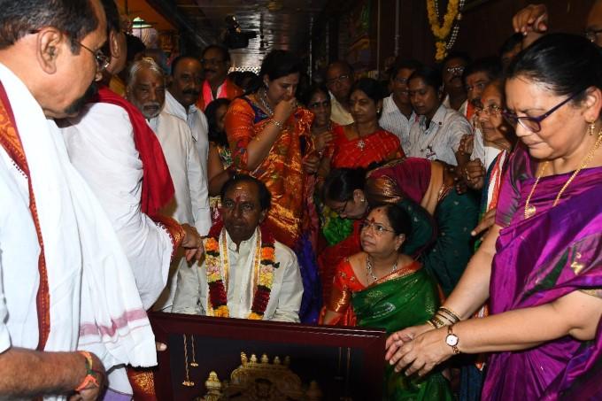 Telangana CM KCR Visits Vijayawada Kanaka Durga Temple