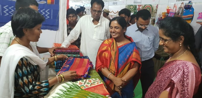Andhra Pradesh Minister Paritala Sunitha Shopping At Dwaraka Bazar