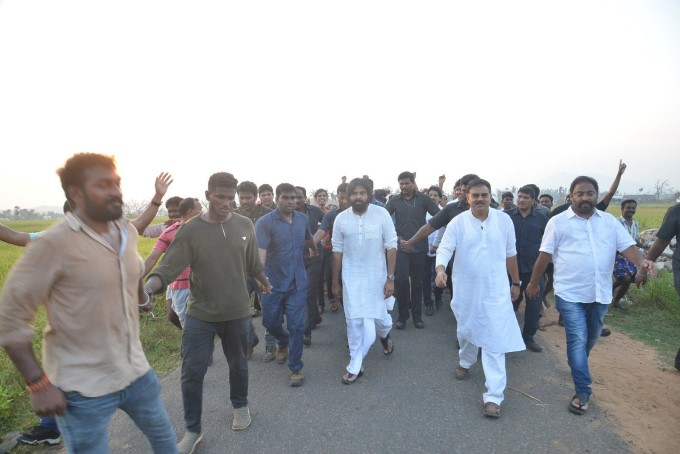 Jana Sena Chief Pawan Kalyan Visits Titli Cyclone Affected Villages