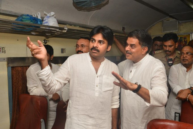 Janasena Chief Pawan Kalyan Train Journey From Vijayawada To Tuni