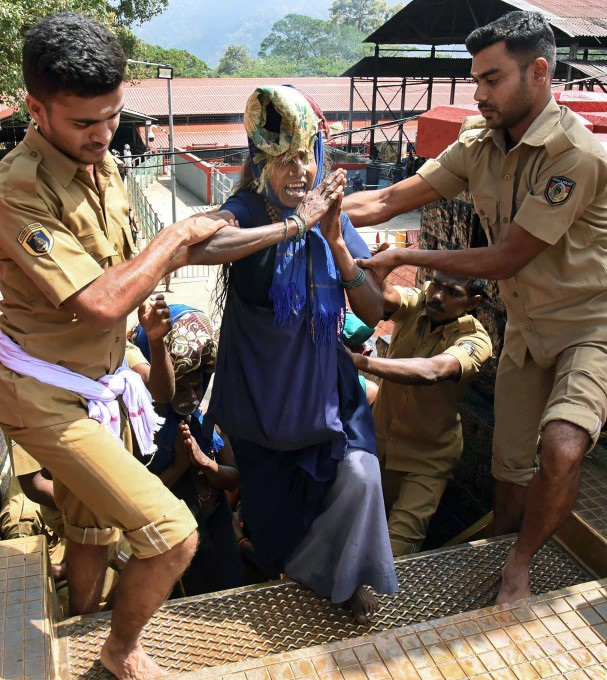 Photo Gallery Of Latest News Pictures: Sabarimala Temple 2018 - 19