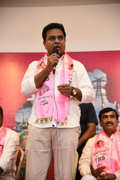Congress Leader Vanteru Pratap Reddy Joins TRS