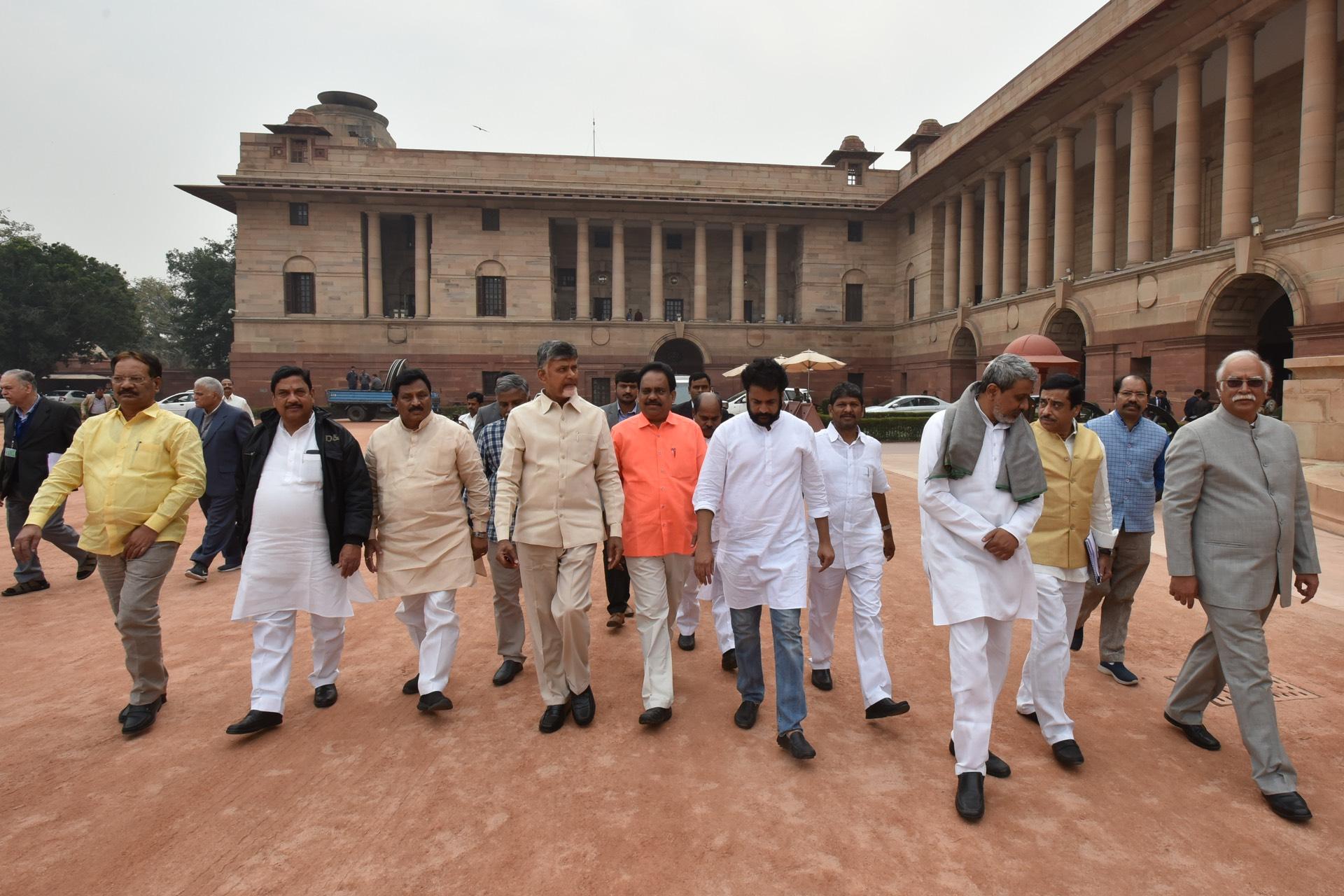 Andhra Pradesh Chief Minister N Chandera Babau Naidu Led Delegationto President Of India At Rastrapati Bhavan