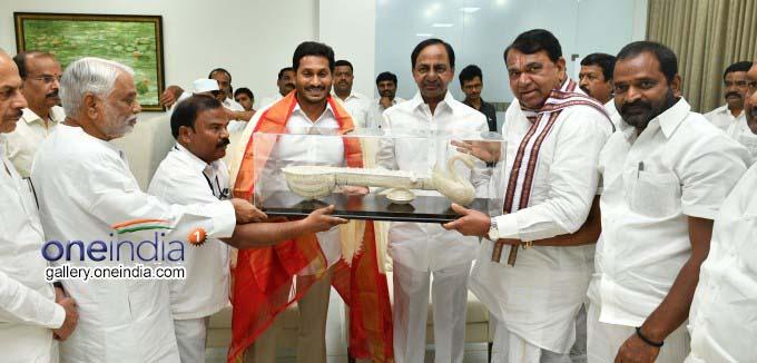 AP CM Ys Jagan Mohan Reddy Meets KCR At Pragathi Bhavan