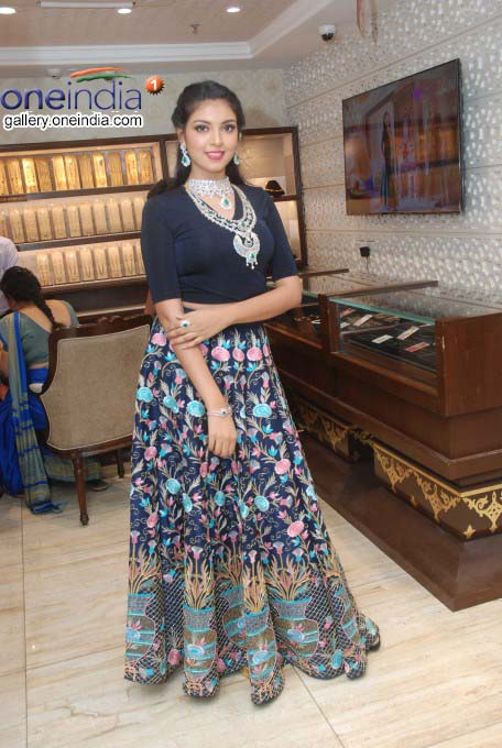 Models Display Jewellery On The Eve Of Akshaya Tritiya