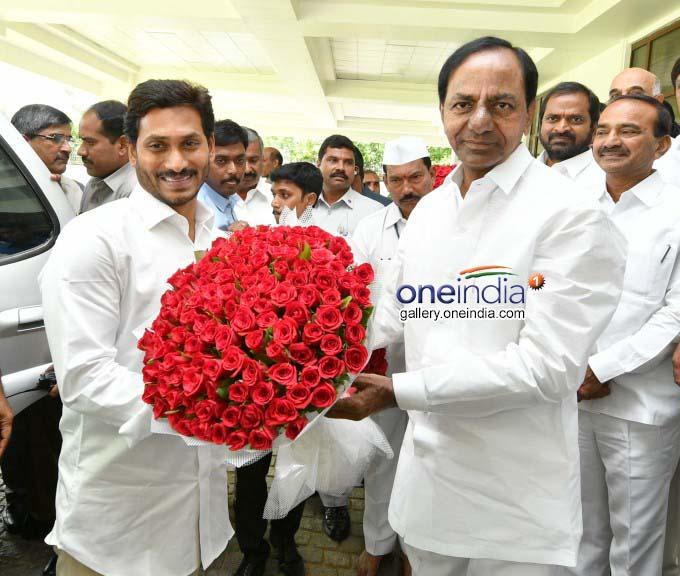 AP CM YS Jagan Meets TS CM KCR At Pragati Bhavan