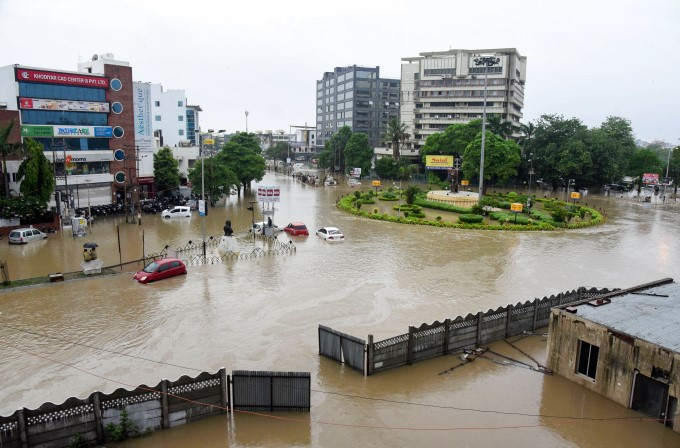 Heavy Rain Lashes Gujarat