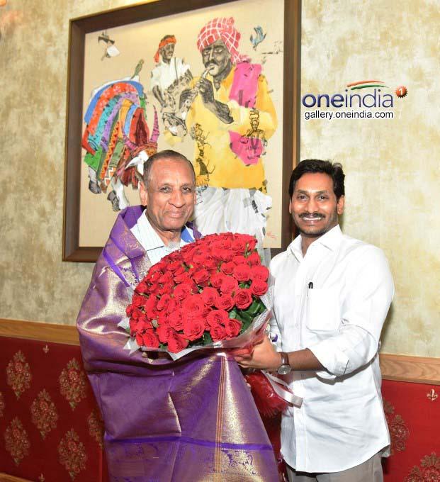 AP CM Jagan Mohan Reddy Meet Telangana CM KCR And Governor ESL Narasimhan