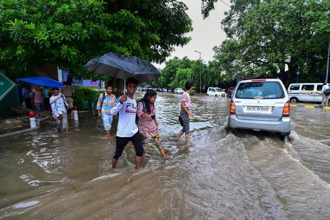 Heavy Rains Lashes New Delhi