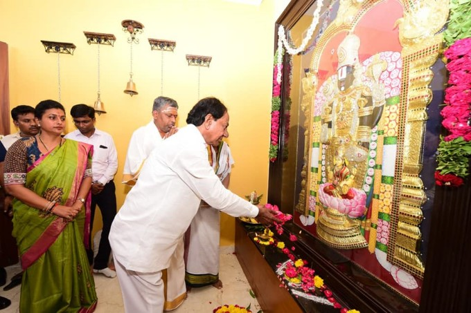 Telangana CM KCR With Family And MLA Roja Visits Athi Varadaraja Swamy Temple
