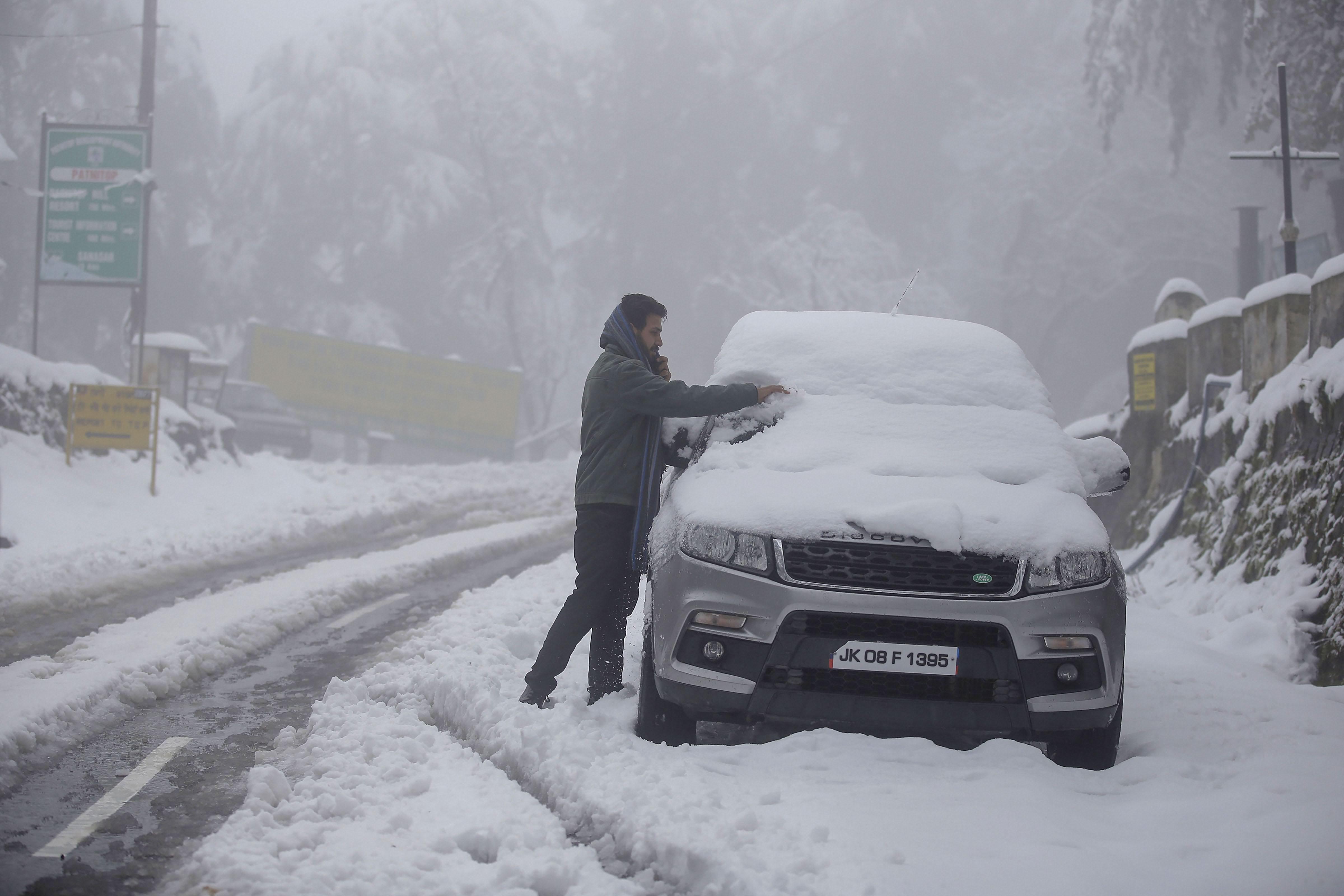 Heavy Snowfall In Jammu & Kashmir And Himachal Pradesh