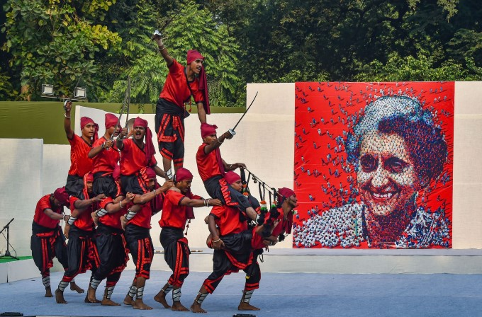 National Leaders Pays Tribute To Former PM Indira Gandhi