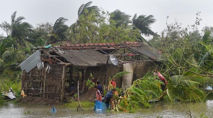 Cyclone Bulbul Makes Landfall In WB And Bangladesh