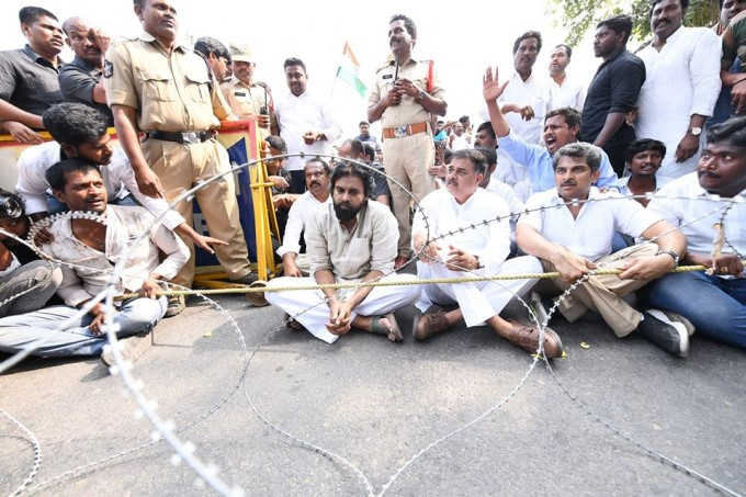 Jana Sena Chief Pawan Kalyan Protest Over Farmers Issues In Amaravati