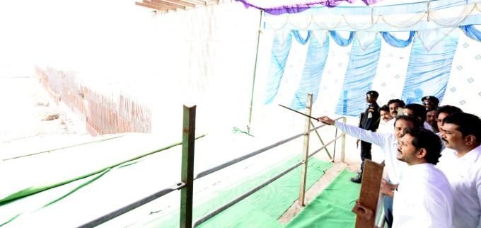 పోలవరం పనులను సమీక్షించిన ఏపీ సీఎం జగన్ : ఫోటోలు
