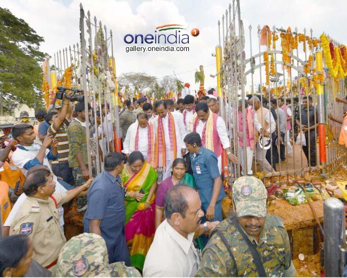 Telangana CM KCR Visits Medaram Sammakka Saralamma Jatara