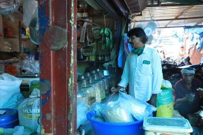 പ്രളയകാലത്തെ ഹീറോ നൗഷാദ് ഇവിടുണ്ട്... കൂടെ കൊച്ചി മാര്ക്കറ്റിലെ ചിത്രങ്ങളും