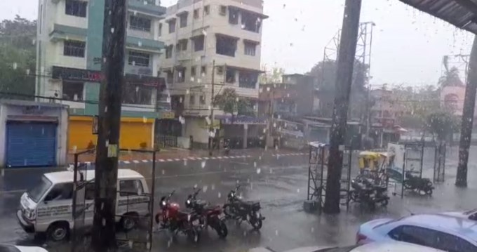 কলকাতা ও অন্যান্য জেলায় বৃষ্টি