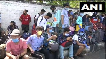 4000 Migrants Workers Gathered At Palace Grounds In Bengaluru For Registration