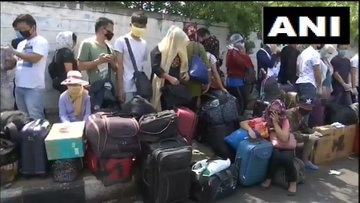 ಪ್ಯಾಲೇಸ್ ಗ್ರೌಂಡ್ ನಲ್ಲಿ ನೆರೆದ ಮಣಿಪುರದ 4000 ವಲಸೆ ಕಾರ್ಮಿಕರು