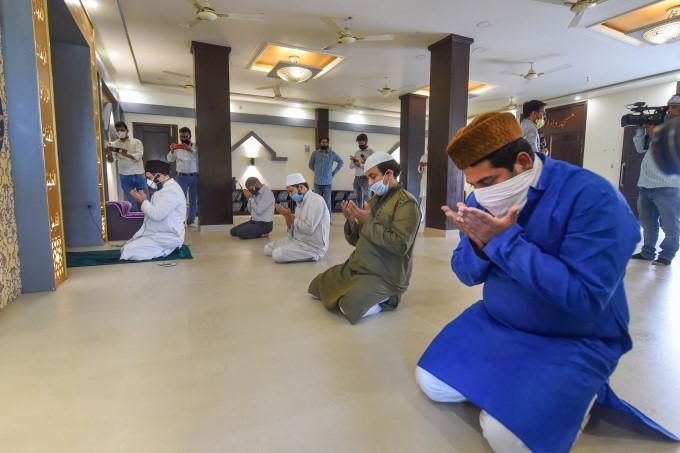 लॉकडॉउन में मिली छूट के बाद शुरू हुई ईद-उल-फितर की तैयारियां