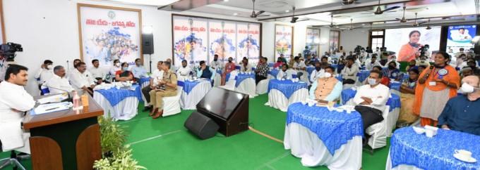 ఏడాది పాలనపై  మన పాలన మీసూచన కార్యక్రమం నిర్వహించిన సీఎం జగన్