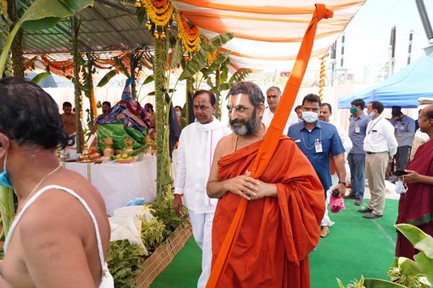 కొండపోచమ్మ రిజర్వాయర్ వద్ద ప్రత్యేక పూజలు నిర్వహించిన సీఎం కేసీఆర్