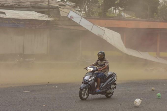 उत्तर भारत के कई इलाकों में धूल का गुबार