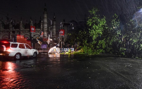 Cyclone Amphan: खतरनाक रूप ले सकता है चक्रवाती तूफान, बढ़ाई गई सतर्कता