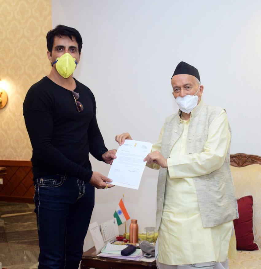 Bollywood Actor Sonu Sood Meets Bhagat Singh Koshyari (Maharashtra Governor)