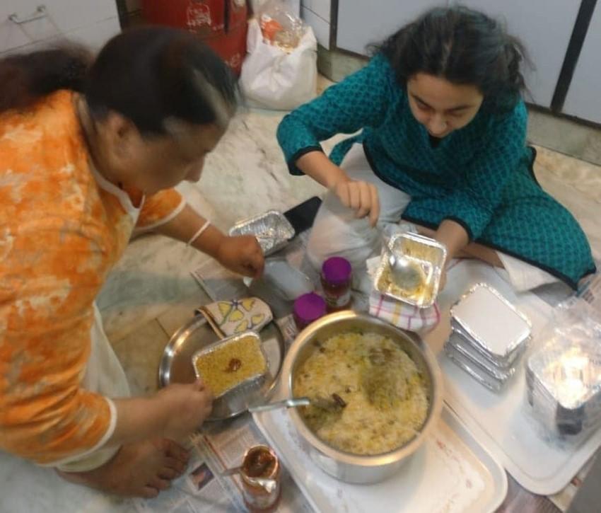 Former Cricketer Virender Sehwag Prepares Home Food For Needy People