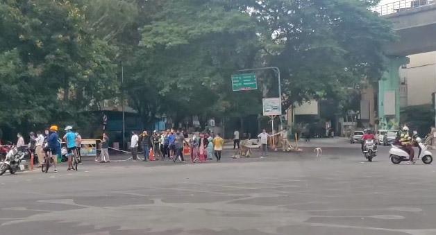 ಲಾಕ್ಡೌನ್ ಸಡಿಲ: ಲಾಲ್ಬಾಗ್ ಪ್ರವೇಶಿಸಲು ಸಾಲುಗಟ್ಟಿ ನಿಂತ ವಾಕರ್ಸ್