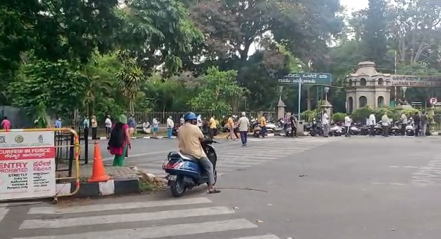 Huge Crowd Spotted Outside Lalbagh Bangalore