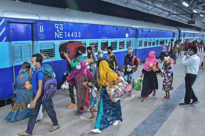 Migrants Travelling From Various Parts Of Uttar Pradesh