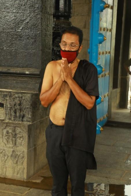 ലോക്ക് ഡൗൺ ഇളവിനെ തുടർന്ന് ക്ഷേത്രങ്ങൾ തുറന്നപ്പോൾ ... കൊച്ചിയിൽ നിന്നുള്ള ദൃശ്യങ്ങൾ