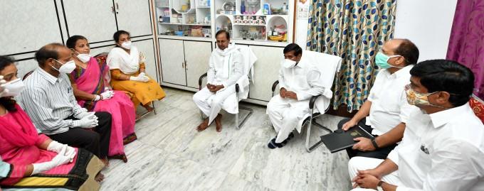 CM KCR Meets Colonel Santosh Babu Family Members